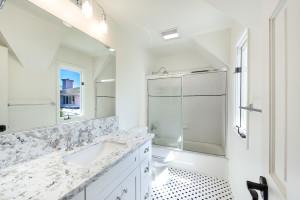 023 - Guest bathroom