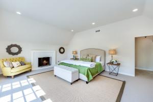 026 - Master Bedroom