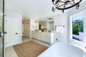 031 - Master bathroom